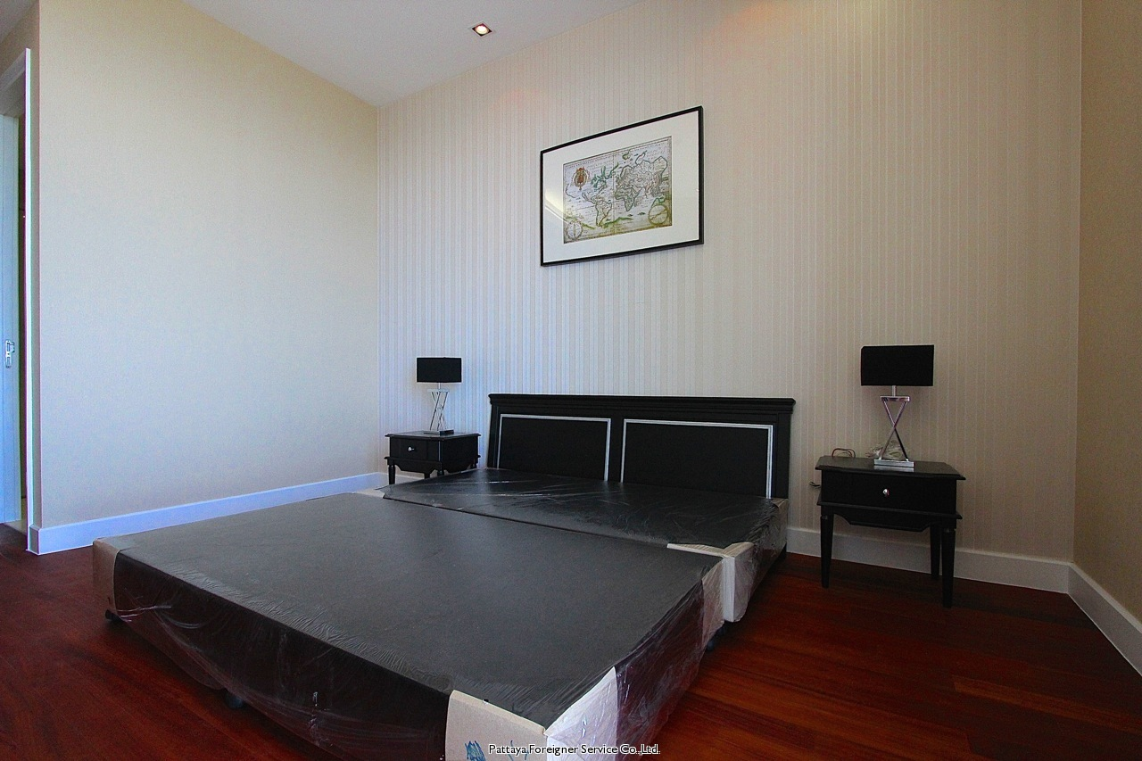pic-10-Pattaya Foreigner Service Co.Ltd. luxurious 2 bedroom beachfront condo  for sale in Naklua Pattaya
