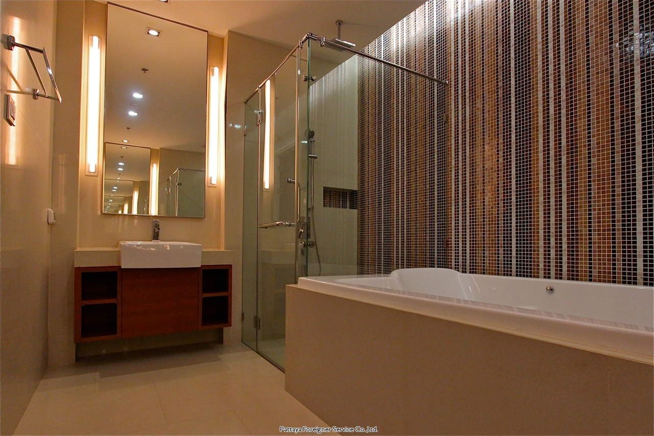 pic-9-Pattaya Foreigner Service Co.Ltd. luxurious 2 bedroom beachfront condo  for sale in Naklua Pattaya