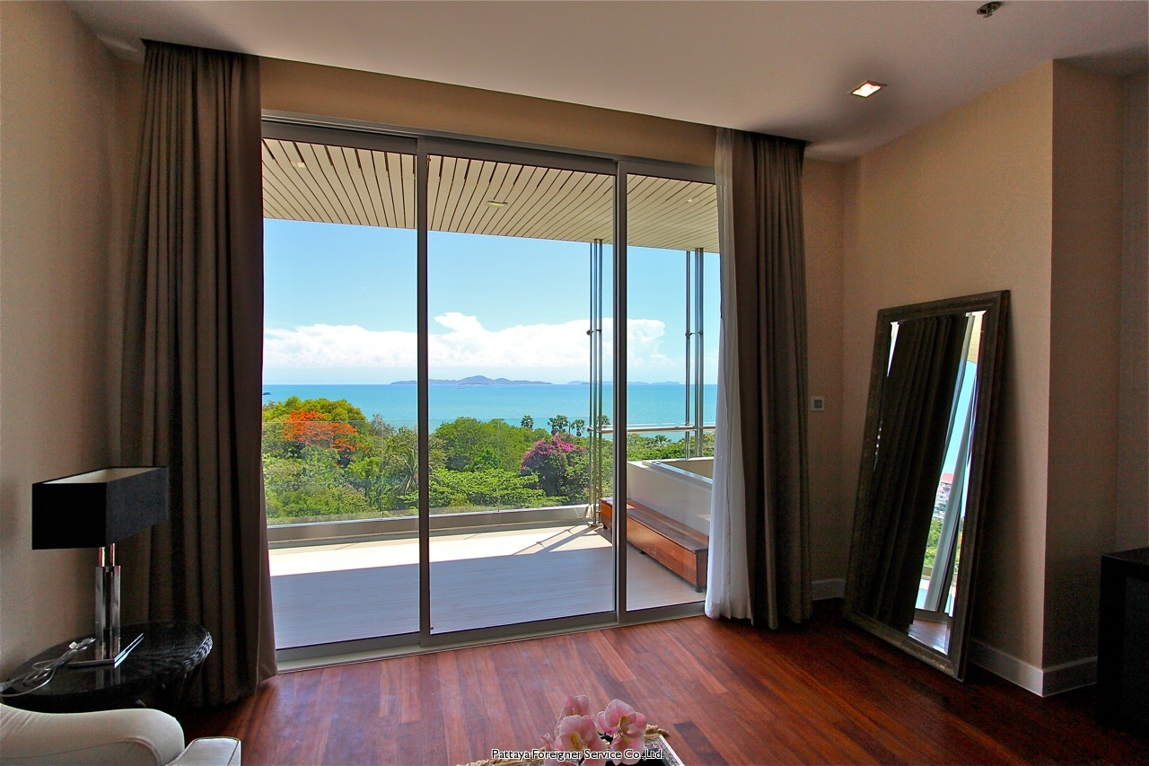 pic-5-Pattaya Foreigner Service Co.Ltd. luxurious 2 bedroom beachfront condo  for sale in Naklua Pattaya