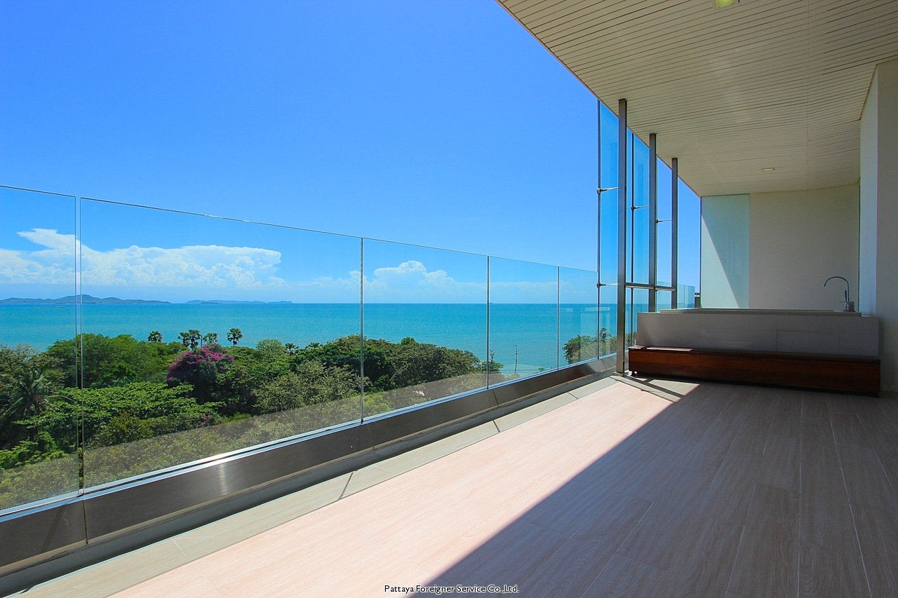 luxurious 2 bedroom beachfront condo til salgs I Naklua Pattaya