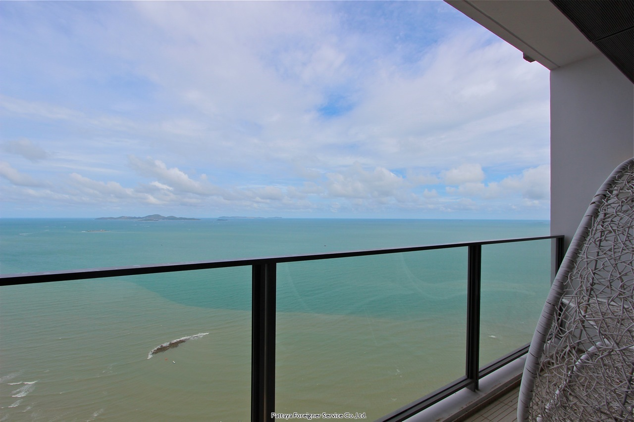 highfloor beachfront condo for sale in Naklua Pattaya