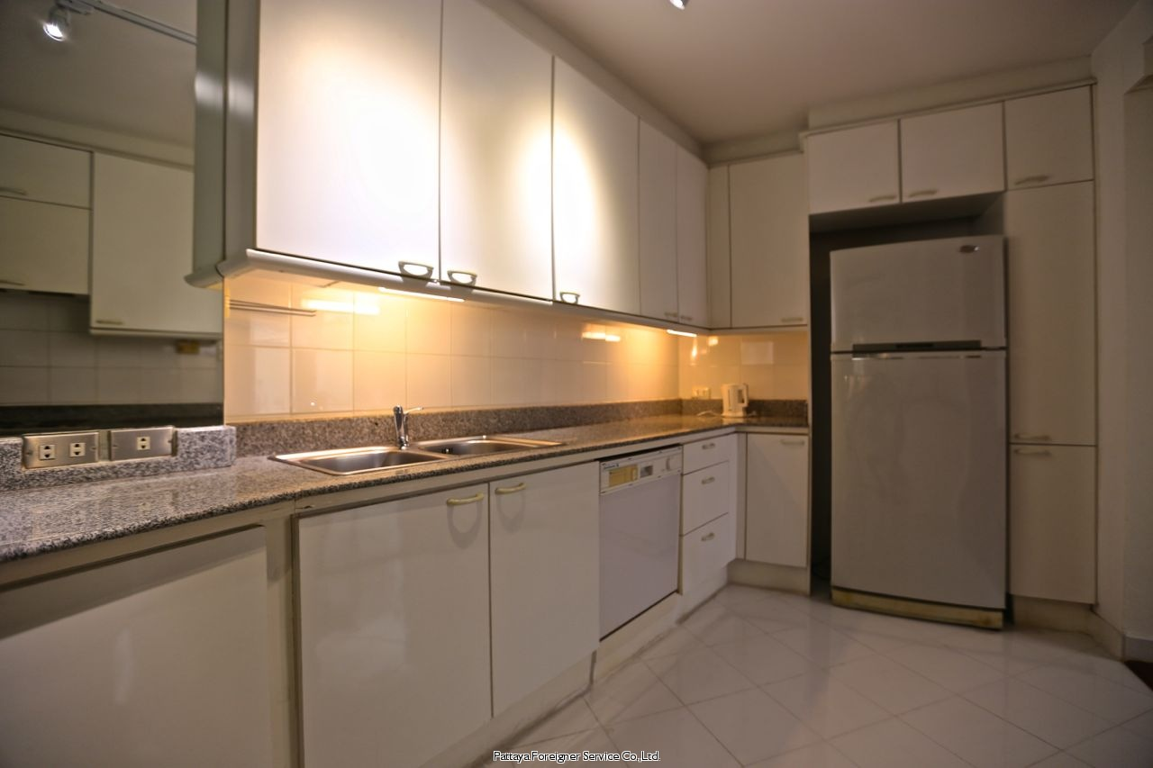 pic-9-Pattaya Foreigner Service Co.Ltd. condo in beautiful surroundings  for sale in Pratumnak Pattaya