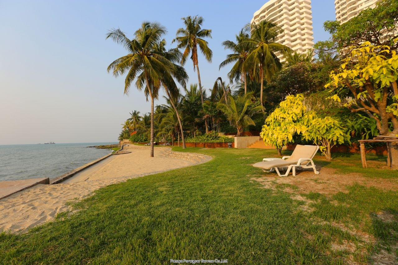 pic-12-Pattaya Foreigner Service Co.Ltd. condo in beautiful surroundings  for sale in Pratumnak Pattaya