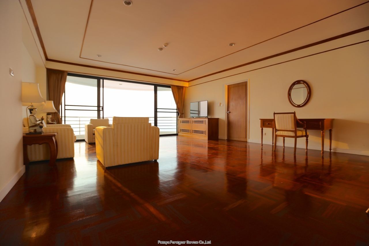 pic-5-Pattaya Foreigner Service Co.Ltd. condo in beautiful surroundings  for sale in Pratumnak Pattaya