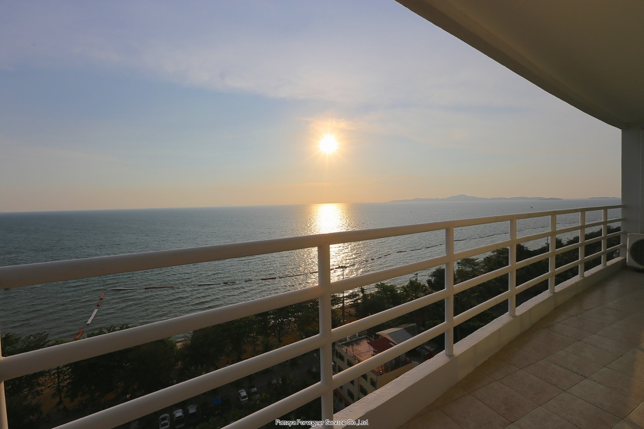 pic-12-Pattaya Foreigner Service Co.Ltd. luxurious beachfront condo centrally located in jomtien  for sale in Jomtien Pattaya