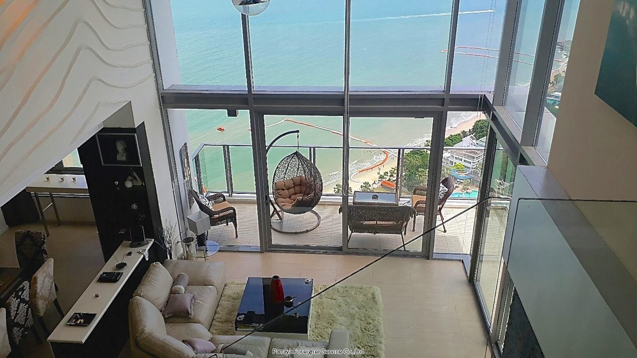 luxurious duplex beachfront condo til salgs I Naklua Pattaya