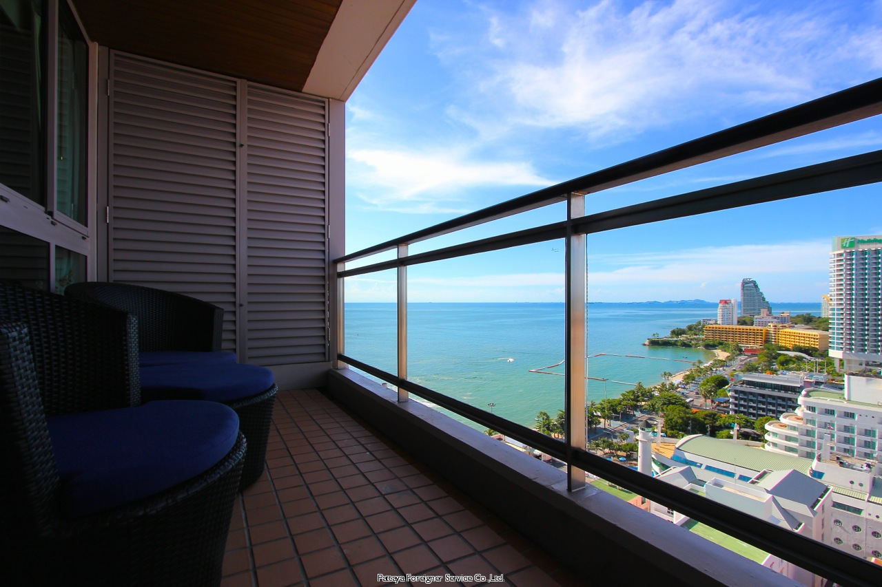 condo in five star building on pattaya beach road for sale in Central Pattaya Pattaya