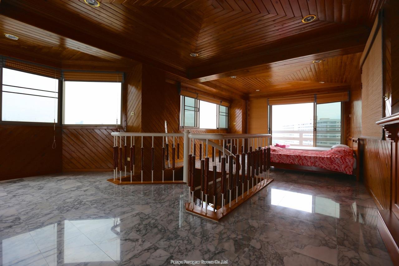 pic-11-Pattaya Foreigner Service Co.Ltd. beachfront penthouse in jomtien Condominiums for sale in Jomtien Pattaya