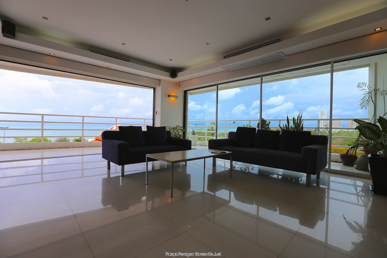 modern luxurious condo on the beach of jomtien / dongtan te koop In Jomtien Pattaya