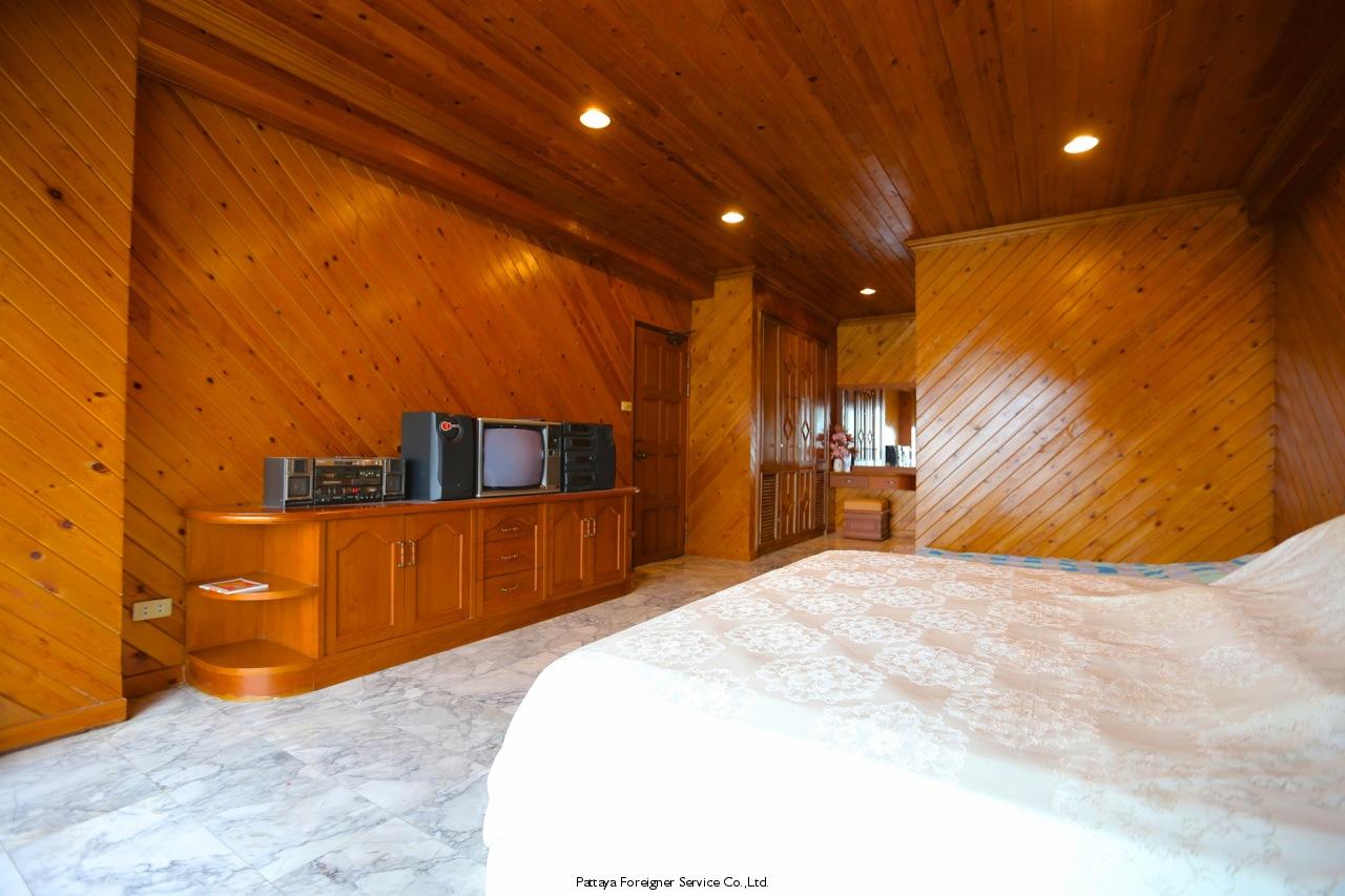 pic-8-Pattaya Foreigner Service Co.Ltd. beachfront penthouse in jomtien Condominiums for sale in Jomtien Pattaya