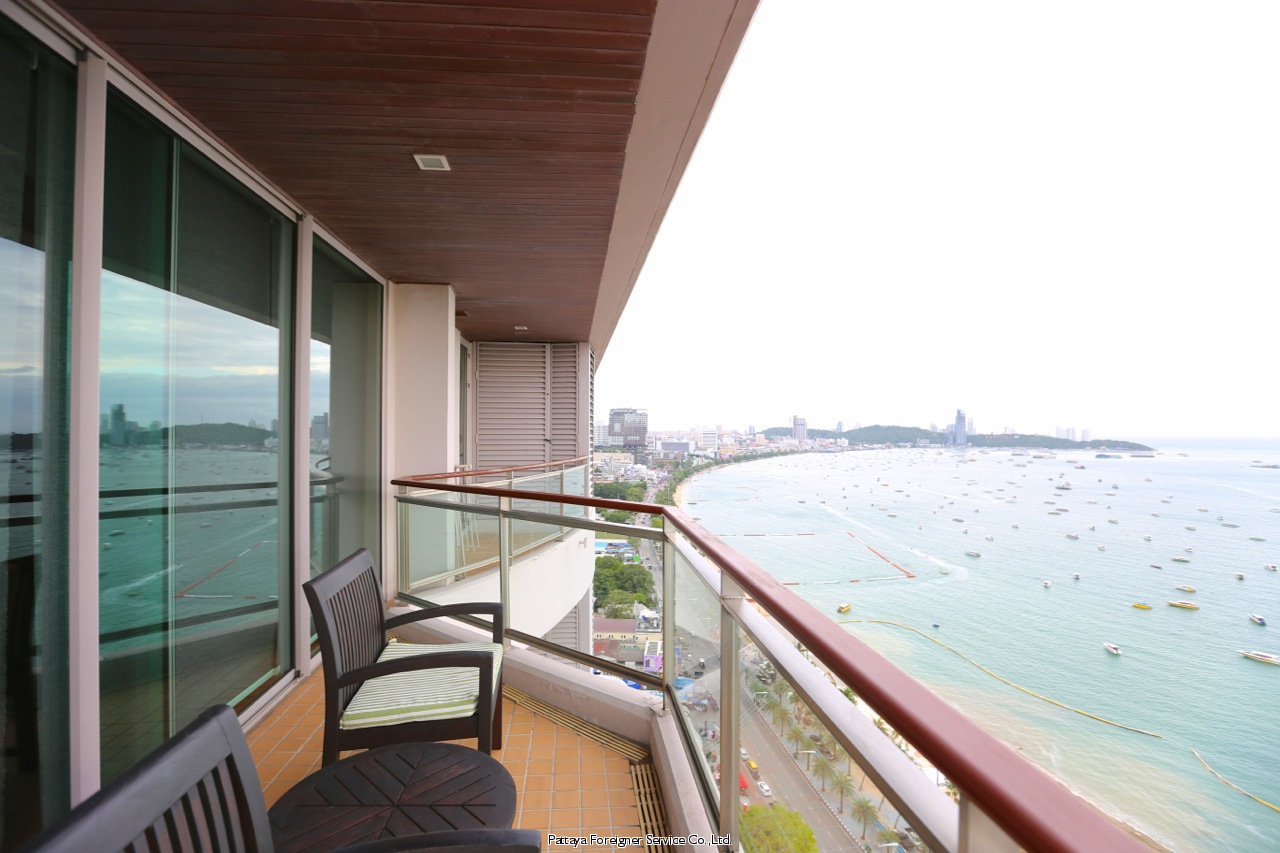 condo in five star building on pattaya beach road att hyra i Central Pattaya Pattaya
