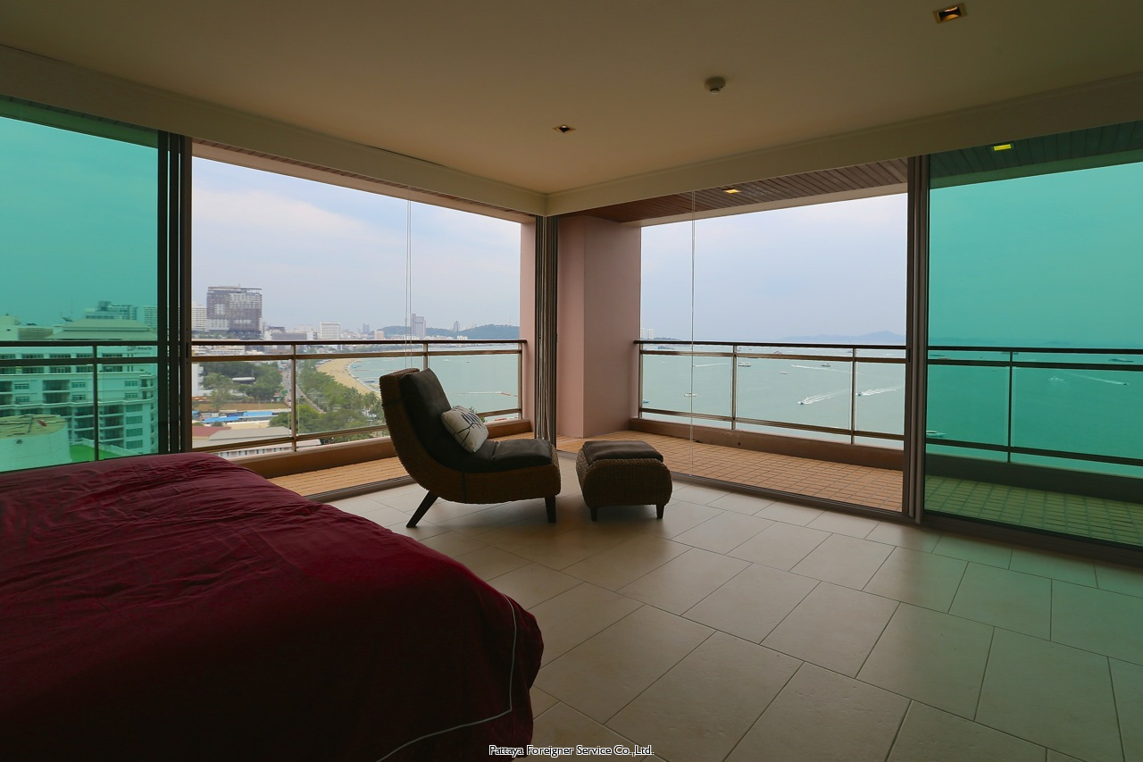 large three bedroom condo on beach road zu vermieten In Central Pattaya Pattaya