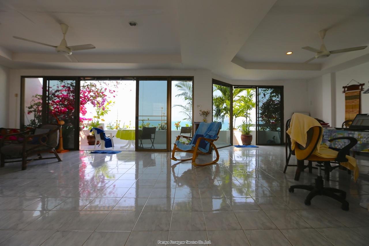 penthouse on pratamnak hill Condominiums for sale in Pratumnak Pattaya