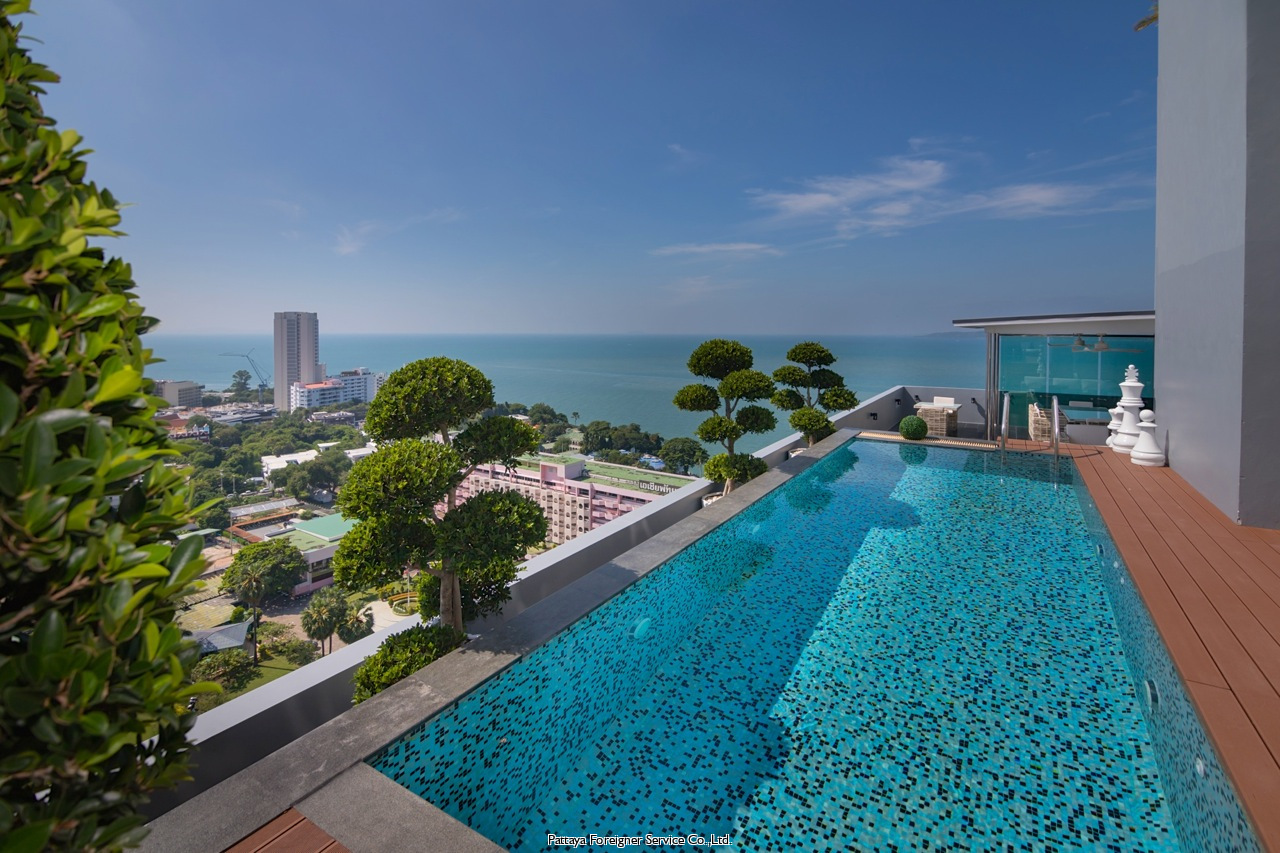 luxurious condo with pool and great views till salu i Pratumnak Pattaya