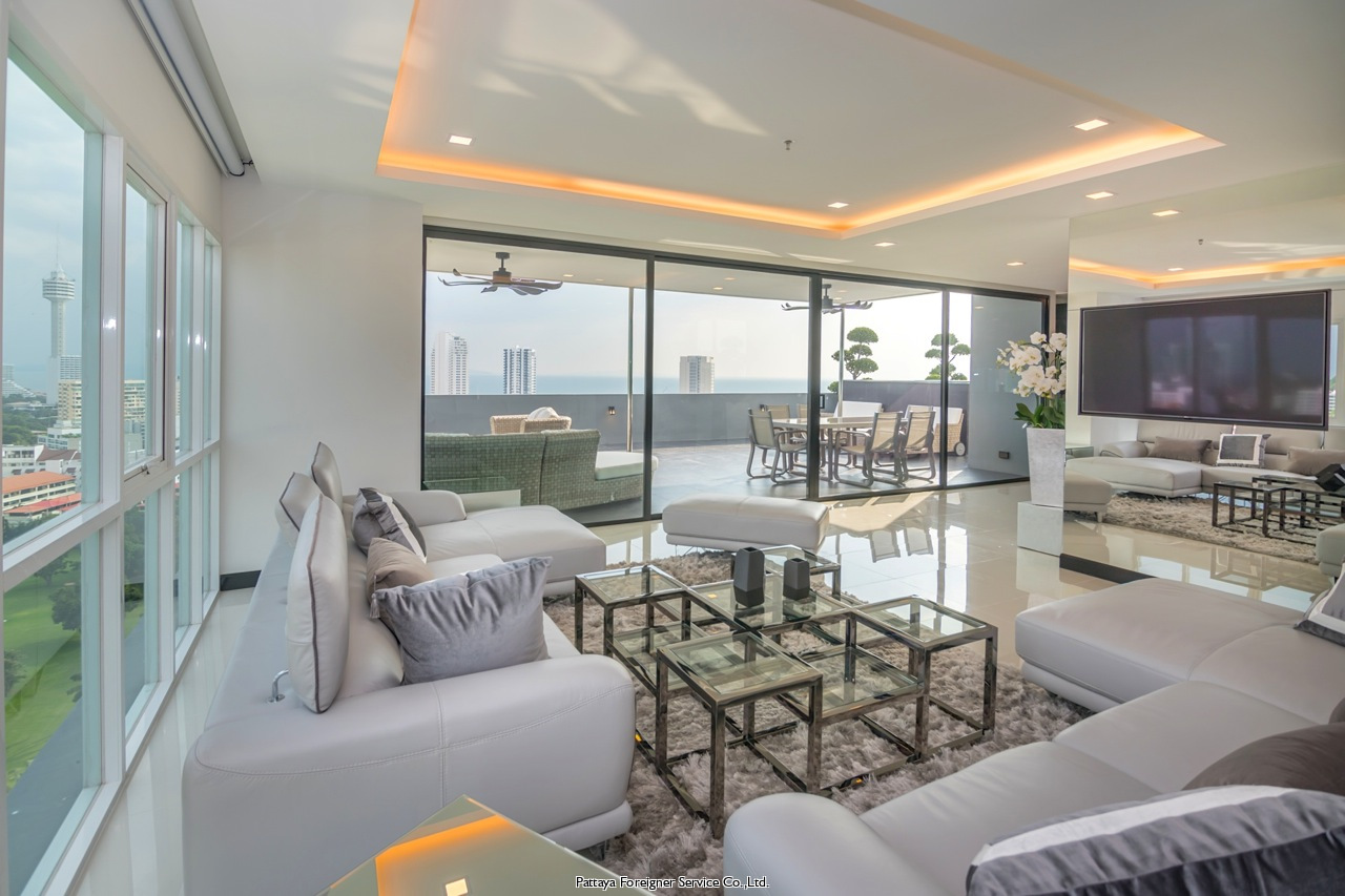 luxurious condo with pool and great views for sale in Pratumnak Pattaya